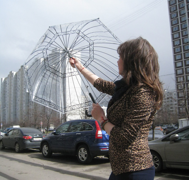 Зонт очень легко собирается